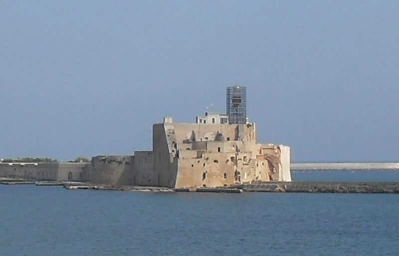 <b>Aragonese  Castle</b><br> <br> This structure, born as a defensive fortress, occupies the city's Southern  headland. The fort is connected to the ground thanks to a dam and was erected  in the 15th century.